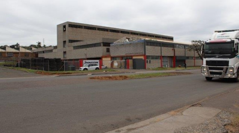 Over 17 000 m² Well Located Industrial Property  Property Images